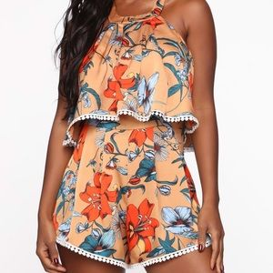 Fashion Nova floral romper brand new Sz S